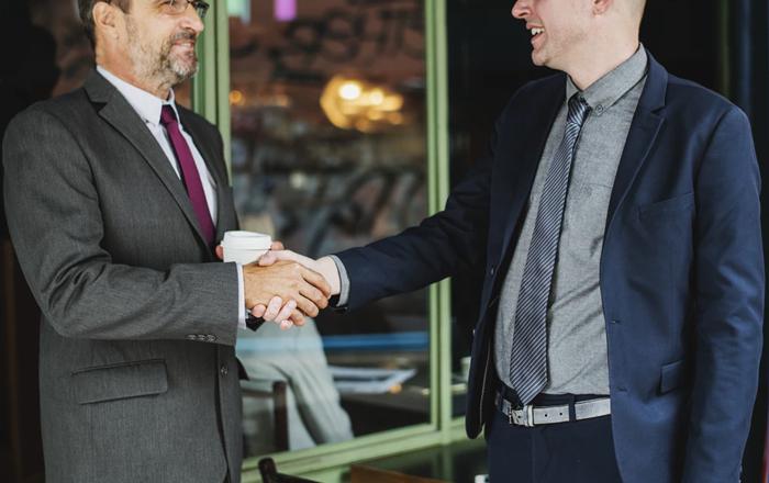 financial-team-meeting